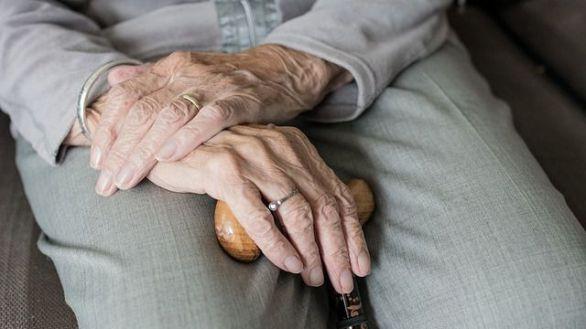Los mayores de 65 años que viven solos tienen más riesgo de abusar de opioides