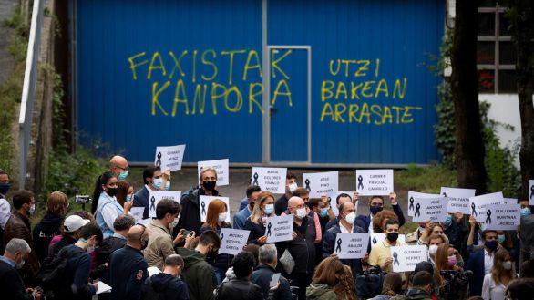 ¡Fuera fascistas!: así ha recibido Mondragón los homenajes a las víctimas