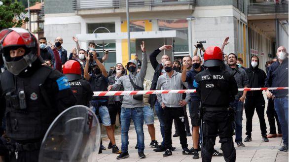 Tensión y cargas policiales tras el acto apoyado por Vox en Mondragón