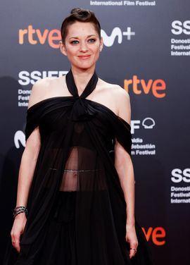 La actriz francesa Marion Cotillard en la alfombra roja de la gala inaugural de la 69 Edición del Festival Internacional de Cine de San Sebastián, en la que ha recibido el premio Donostia.