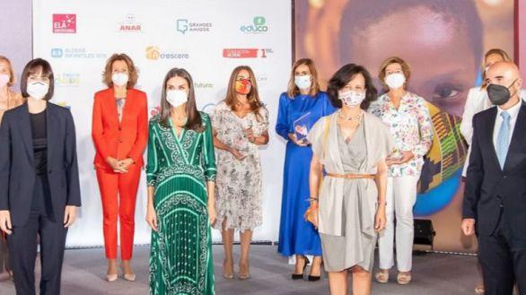 """La Reina y Ana Botín presiden la entrega de premios """"Euros de tu Nómina"""" de Santander"""