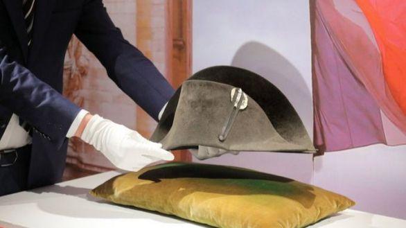 Un emblemático bicornio de Napoleón, vendido en París por más de un millón de euros