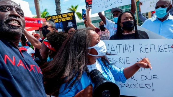 Protesta contra la deportación masiva de inmigrantes haitianos en Miami, este miércoles.