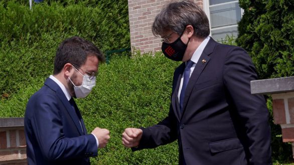 Pere Aragonés saluda a Carles Puigdemont.