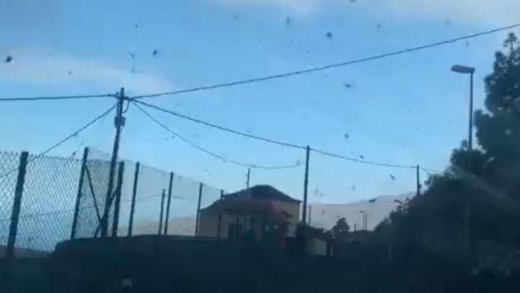 Así es la lluvia de cenizas y piroclastos que ya cubre toda La Palma