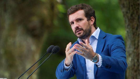 Casado promete una ley para garantizar el español en la educación y la administración