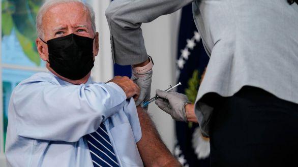 El presidente de EEUU recibe la tercera dosis de la vacuna contra el covid, este lunes.