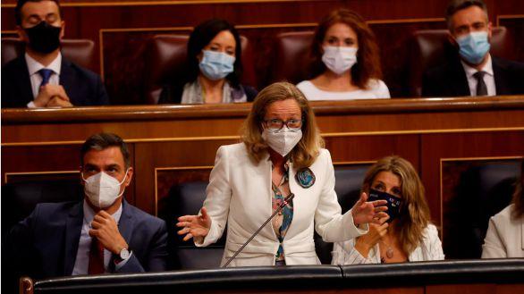 La oposición acorrala a Calviño tras el mazazo del INE: