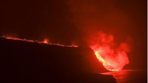 Así ha llegado al mar la lava del volcán de La Palma