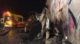 El vehículo del joven fallecido quedó totalmente destrozado tras el impacto.