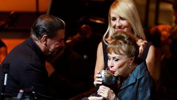Los premios Max rinden homenaje a la trayectoria de la actriz Gemma Cuervo