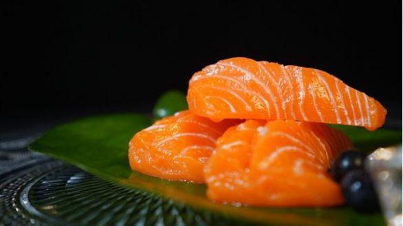Comer sardinas, salmón o nueces reduce el riesgo de pérdida auditiva en mujeres