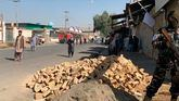 Talibanes bloquean la zona de acceso a la mezquita donde ha tenido lugar el atentado