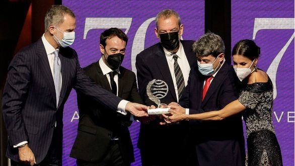 El Premio Planeta encumbra a la misteriosa Carmen Mola y revela su identidad