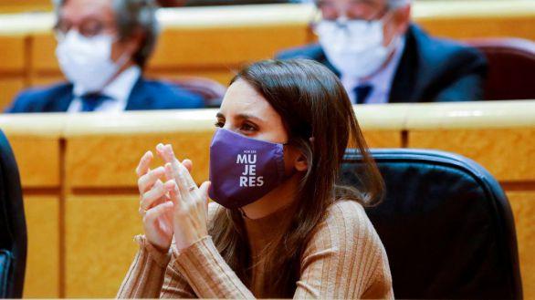 Irene Montero defiende el fichaje de la condenada Isa Serra porque es