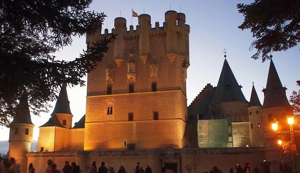 El Alcázar de Segovia renueva su fachada principal en noviembre