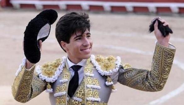 Sopor en Las Ventas e impactante debut de Lorenzo en Sevilla