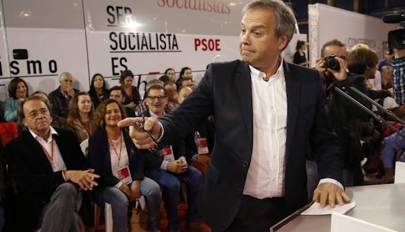 Por primera vez, Carmona ataca directamente a su gran rival, Aguirre