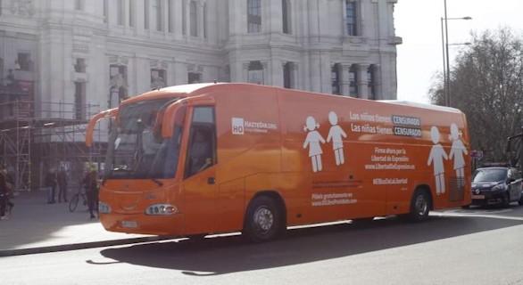 El autobús de HazteOir puede circular libremente por Madrid