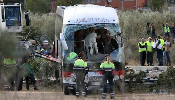 En estado crítico el conductor del autobús accidentado