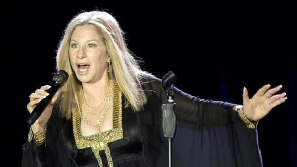 Barbra Streisand regala acciones de Disney a la hija de George Floyd