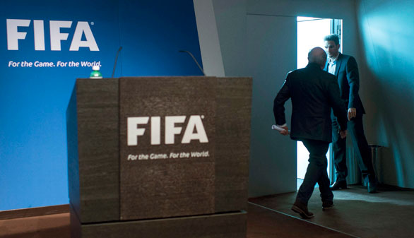 El escándalo del fútbol: Blatter y Platini suspendidos