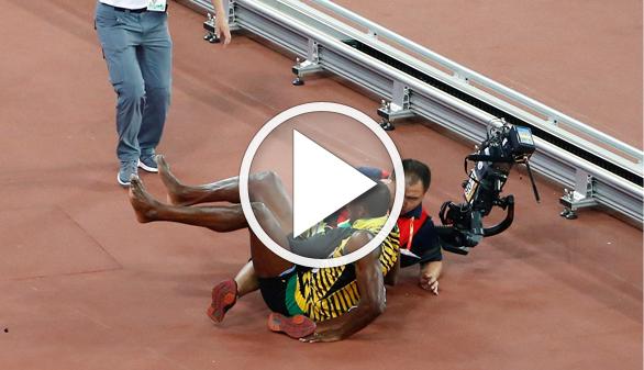 Bolt, derribado por un cámara mientras celebrara su último título
