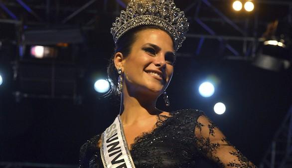 Carla García: 25 años, 1'75 de altura, médico y canaria