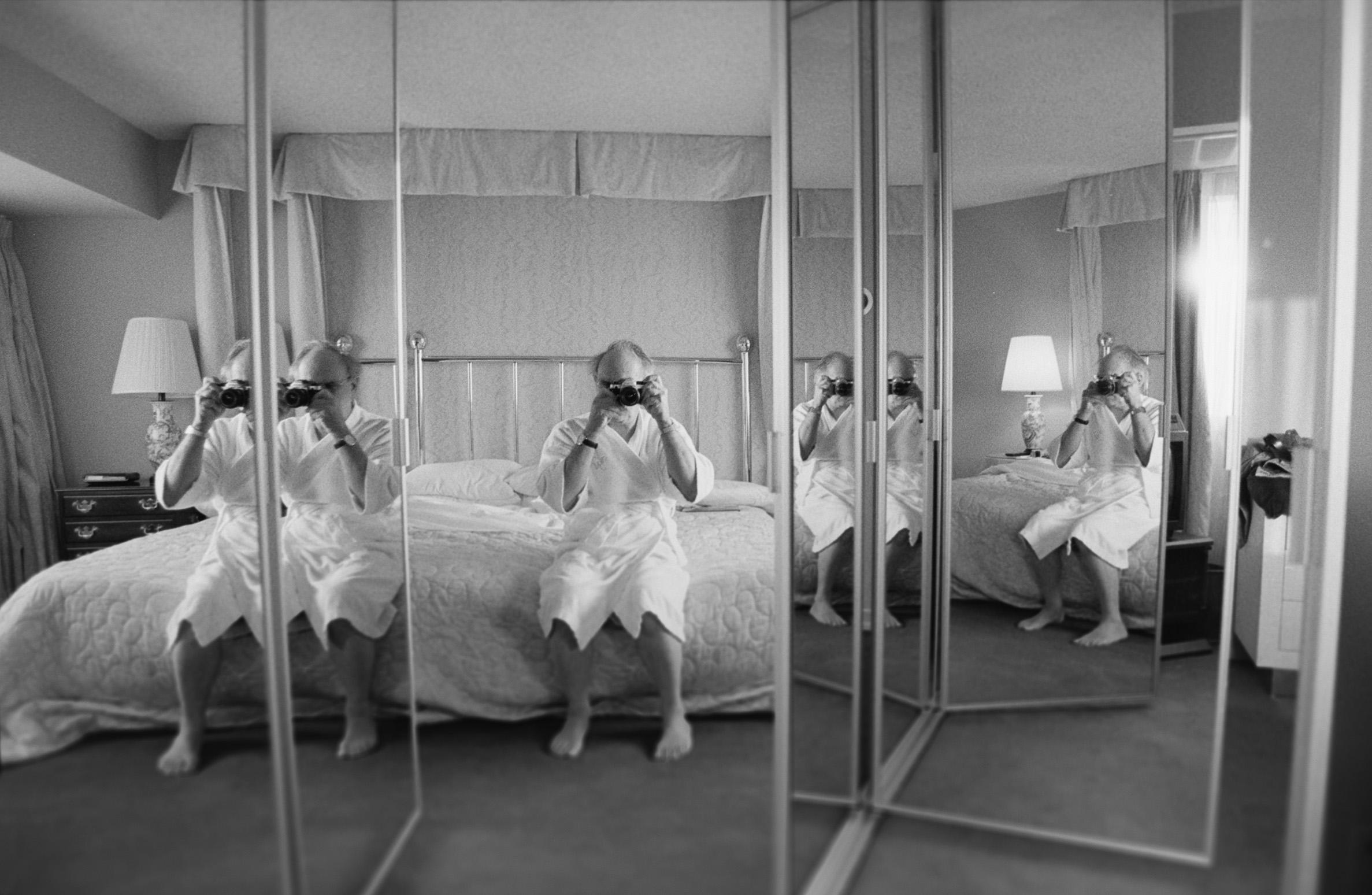 Carlos Saura tras la cámara: las fotografías del cineasta en una exposición