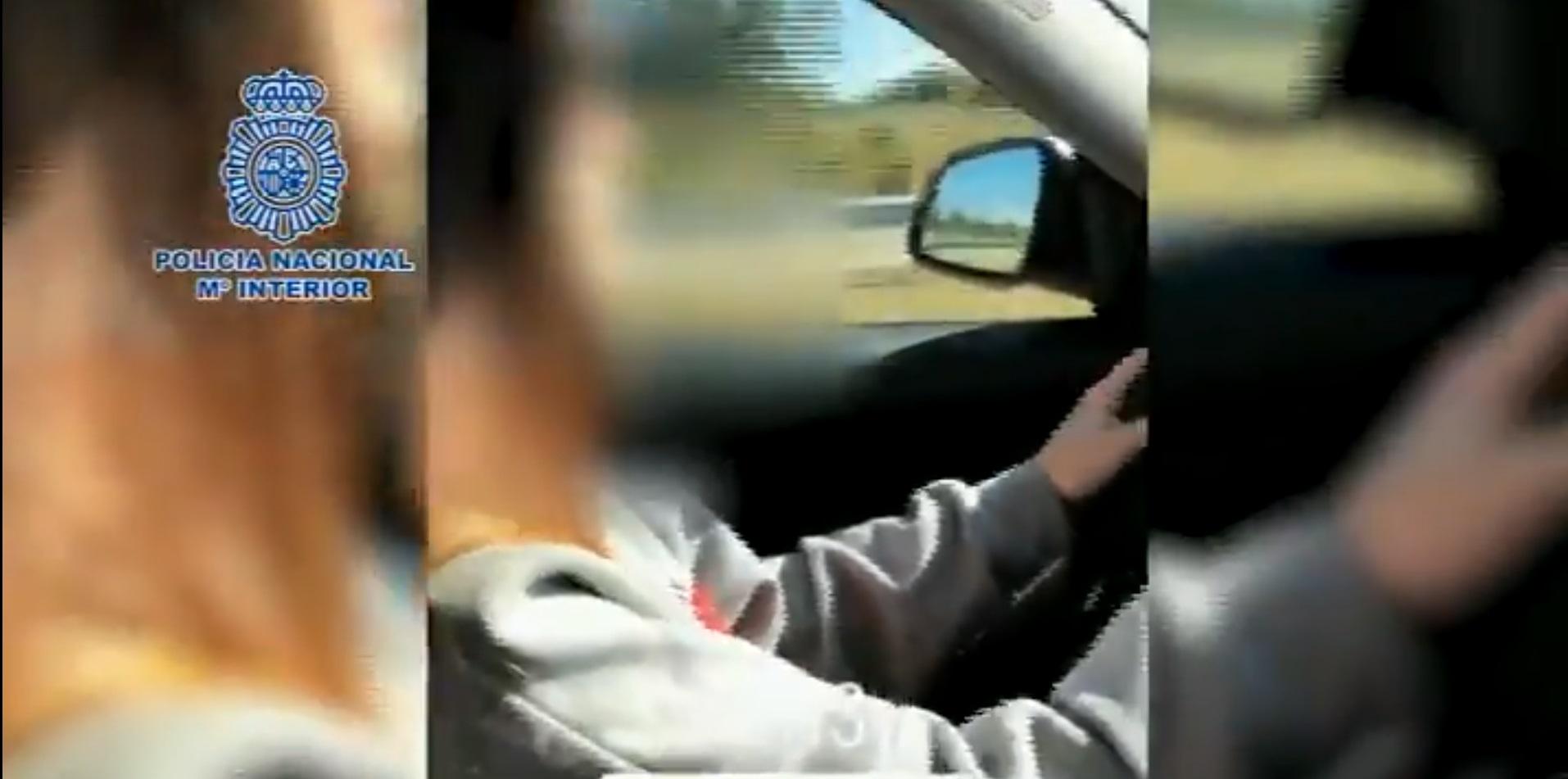 Detenida una menor que colgó un vídeo conduciendo a 220 km/h