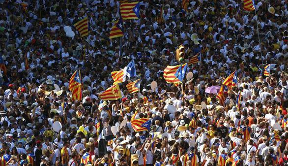 Cientos de miles de personas reclaman la independencia en la Diada más desafiante