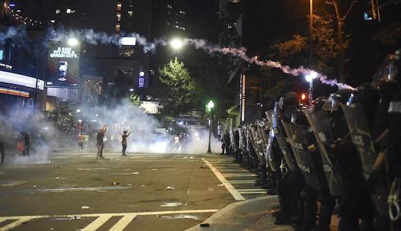 Un herido crítico tras la segunda noche de disturbios en Charlotte
