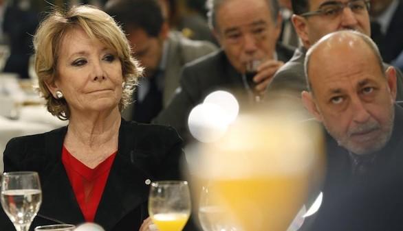 Aguirre entra en la guerra del PP: Montoro debería dimitir