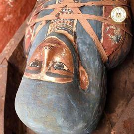 Hallada una colección de sarcógafos de 2.500 años al sur del Cairo