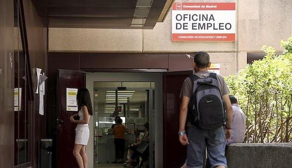 El paro sube en 11.900 personas y se destruyen 64.600 empleos