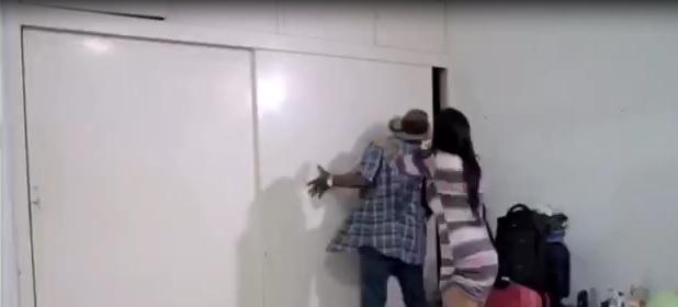 Videos Virales. Internet reinventa el chiste del hombre en el armario