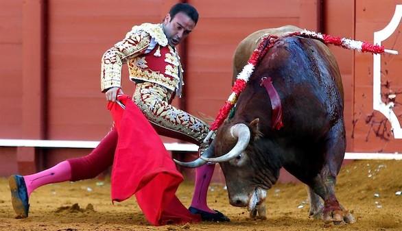 Sólo Enrique Ponce saca partido de la clase sin fuerzas de los 'Juanpedros'