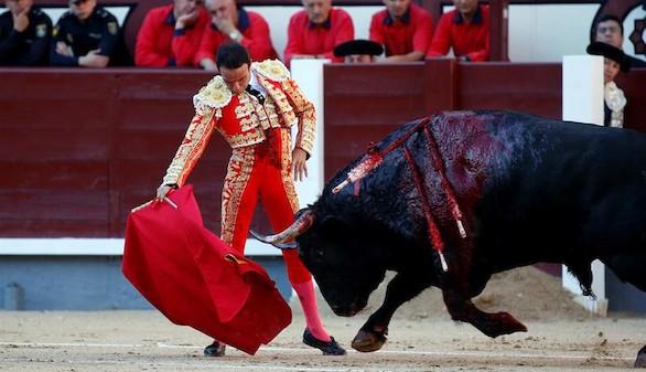 Feria de San Isidro. Ponce saluda dos ovaciones con los Lisardos