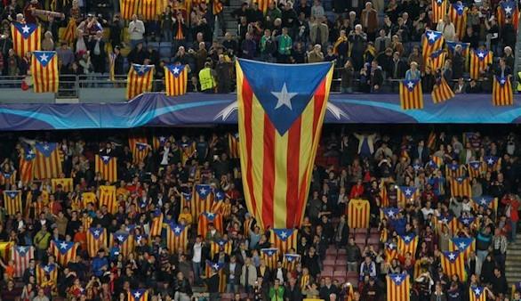 El Camp Nou se llena de esteladas en respuesta a las sanciones de la UEFA
