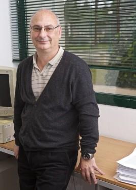 Francis Mojica, el español que suena en las quinielas del Nobel de Medicina