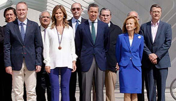 Veinticinco ex ministros llaman a la reflexión y la concordia para decidir
