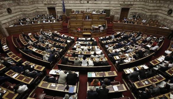 El Parlamento griego aprueba las medidas para negociar el tercer rescate