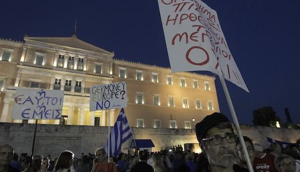 El 'no' a la UE ganaría en Grecia, pero pierde apoyos tras el corralito