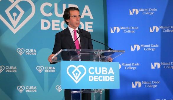 Aznar invita en Miami a que todos los cubanos remen en la misma dirección