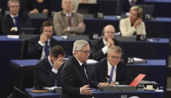 Juncker exige a la UE la reubicación de 120.000 refugiados