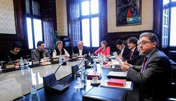 Los diputados, Anna Gabriel (CUP), Joan Josep Nuet (CSQP), Anna Simó (JXSí) , Lluís M. Corominas (JXS), la presidenta del Parlament, Carme Forcadell, José María Espejo-Saavedra (C's), David Pérez (PSC), Ramona Barrufet (JXSí) y Enric Millo (PP), durante la reunión de la Mesa del Parlament de Cataluña.