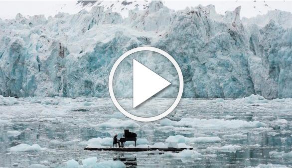 Ludovico Einaudi interpreta su 'Elegía por el Ártico' entre los glaciares