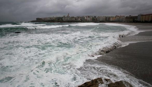 España sigue en alerta por el temporal, que deja un muerto y dos desaparecidos