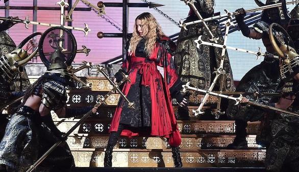 Toreros, monjas, samuráis: el espectáculo mayúsculo de Madonna en Barcelona
