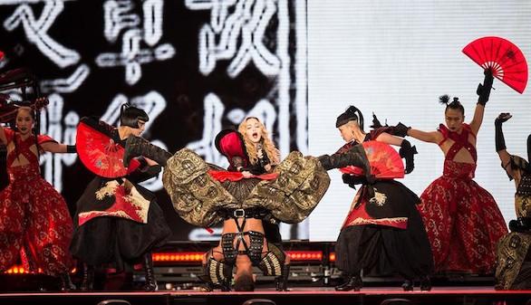 Oro, seda, acupuntura y otras excentricidades de Madonna en su gira